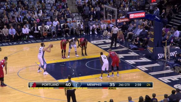Gasol capitalizes on the steal