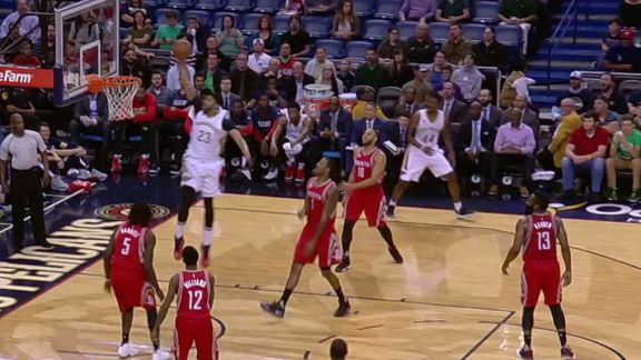 Anthony Davis drives and dunks