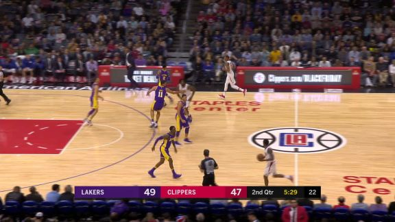 Williams Takes It To The Hoop