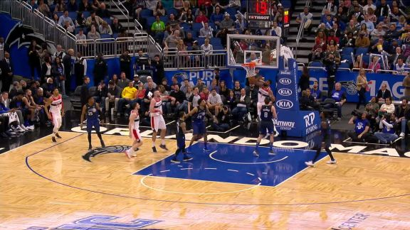 Markieff Morris Rolls to the Basket for the Alley-Oop Slam