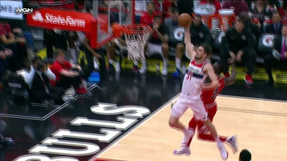 Tomas Satoransky Dunks It