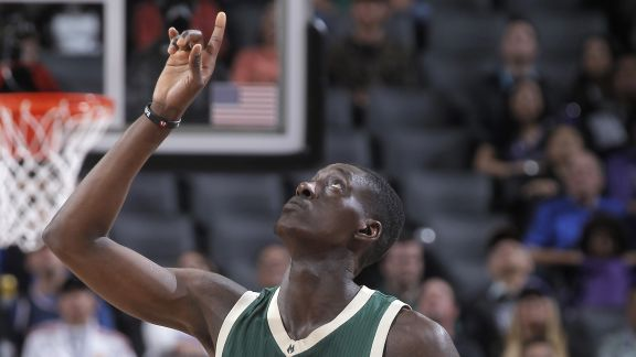 Snell Sets Career-High With 26 Points