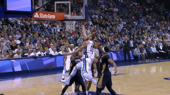 Gasol drives for acrobatic layup