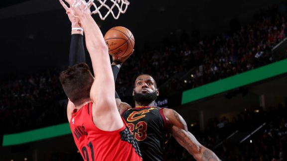 LeBron James' Best Dunks This Season
