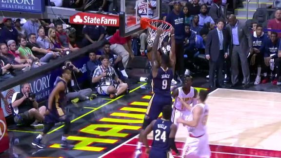 Pelicans Capitalize On Hawks Mistake