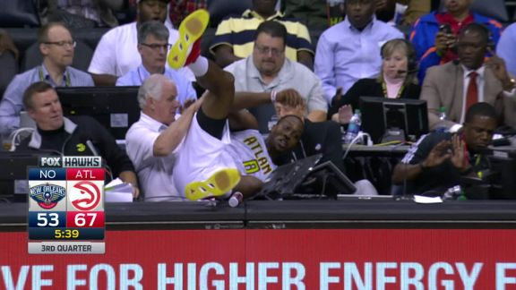 Dwight Howard Annihilates The Scorer's Table