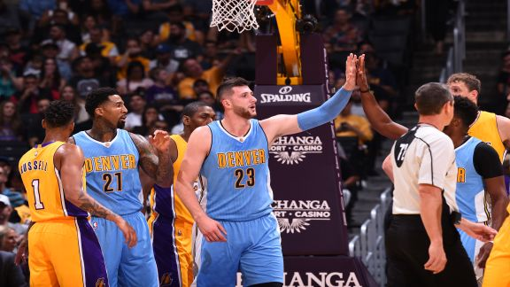 Nuggets Edge Lakers